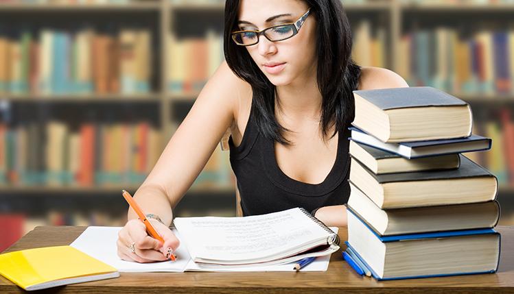 estudante-tcc-monografia
